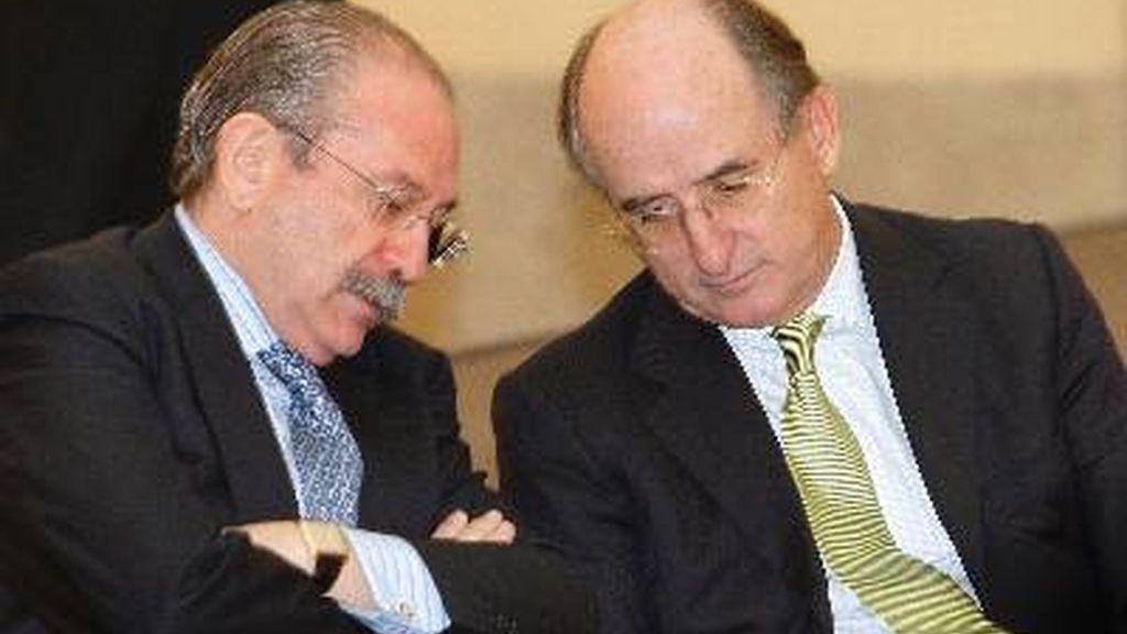 Los presidentes de Repsol, Antonio Brufau (d), y de Sacyr, Luis Fernando del Rivero Asensio. Foto: EFE / Archivo.