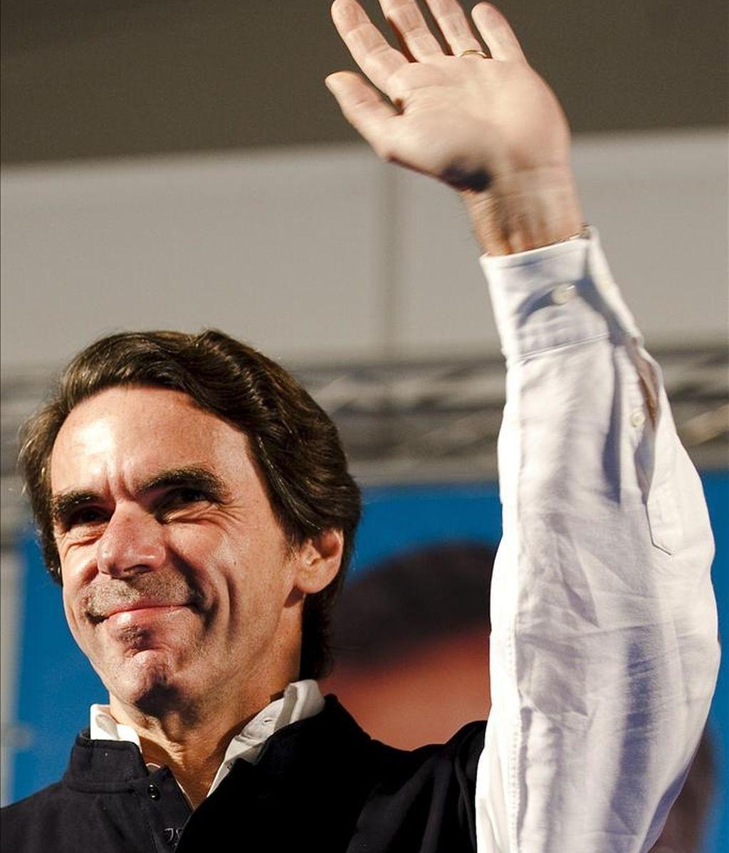 El expresidente del Gobierno José María Aznar carga contra e Gobierno. Vídeo: Informativos Telecinco.