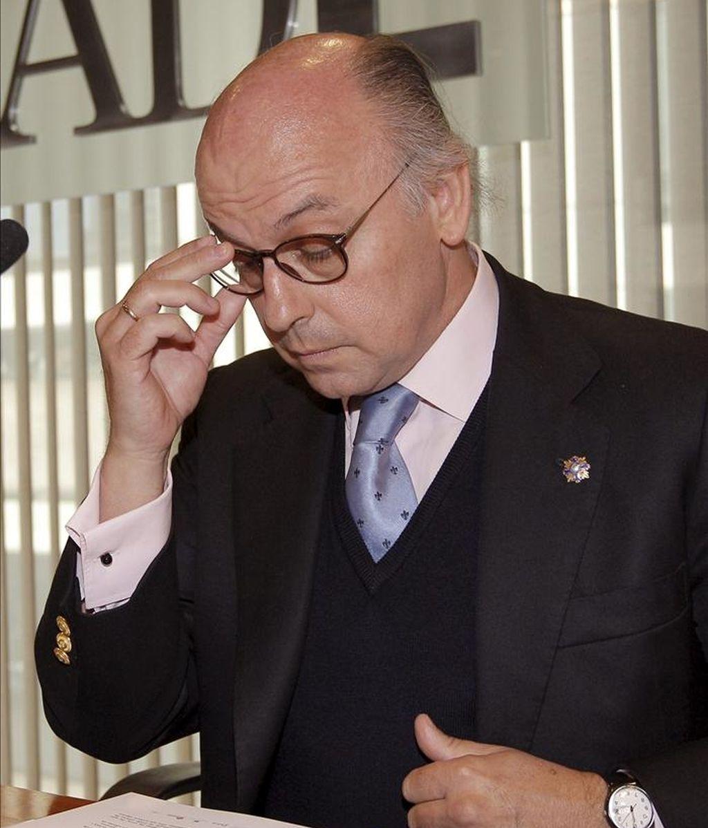 Aldo Olcese, presidente de la Coalición de Creadores e Industrias de Contenidos, durante la presentación de los datos del Observatorio de Piratería y hábitos de consumo correspondientes al segundo semestre de 2010, así como sus propuestas al Gobierno para la elaboración del reglamento de la Ley Sinde. EFE