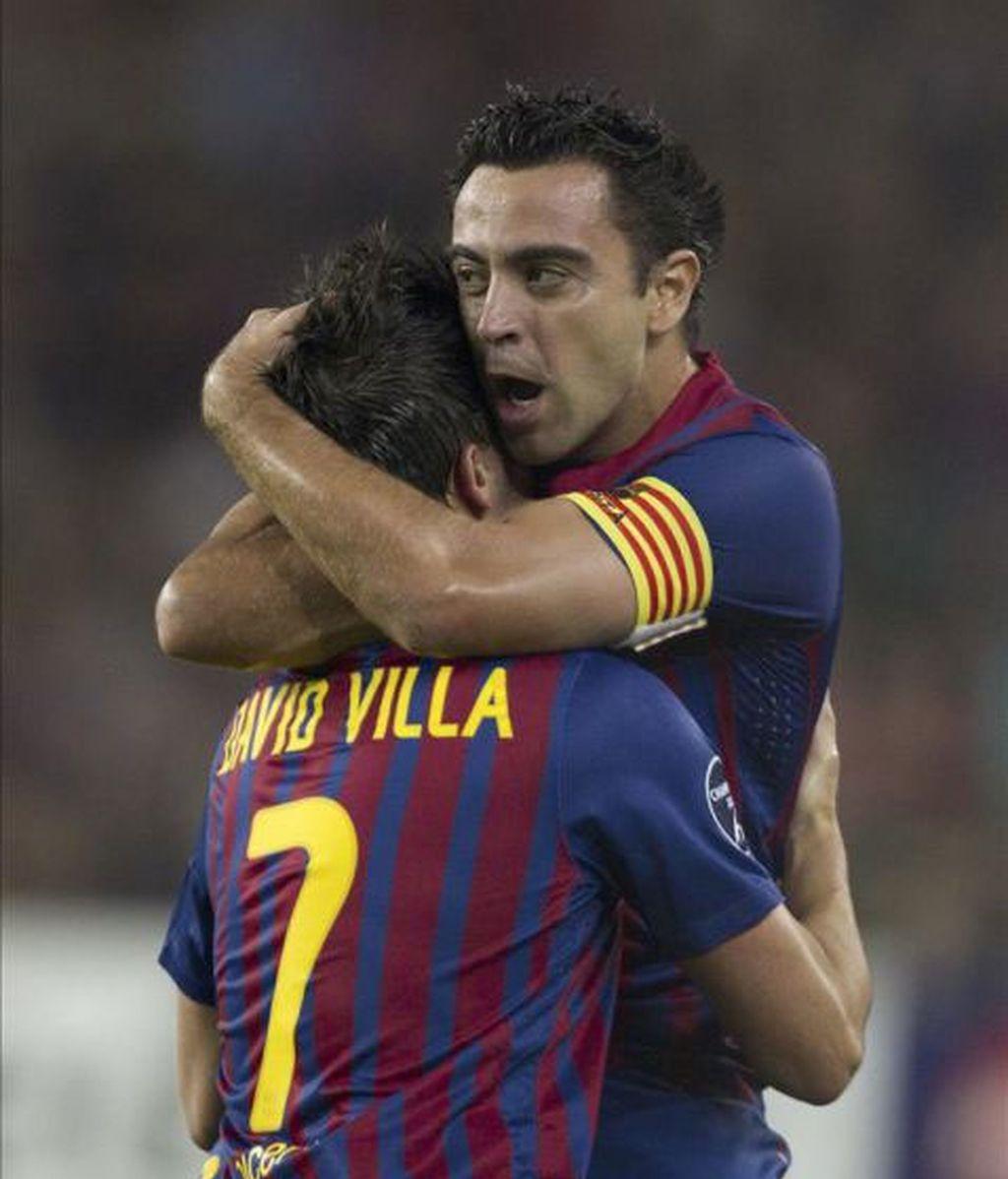 Xavi abraza a Villa