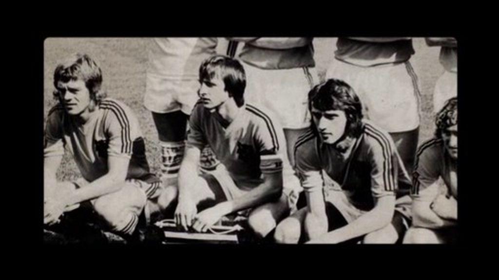 ¿Por qué se quitó Johan Cruyff una raya de su camiseta en el Mundial 74?