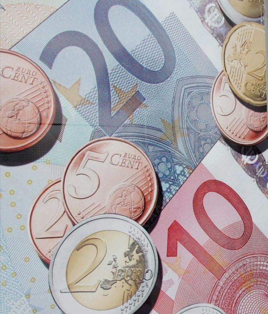 En la imagen, unos billetes y monedas de euro. EFE/Archivo