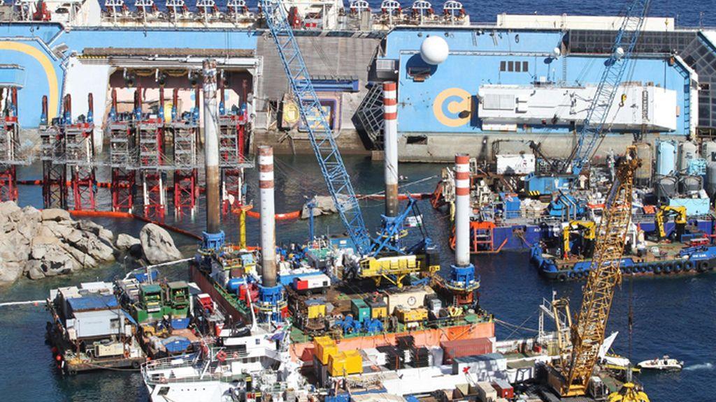 Un gran dispositivo trabaja para enderezar el Costa Concordia