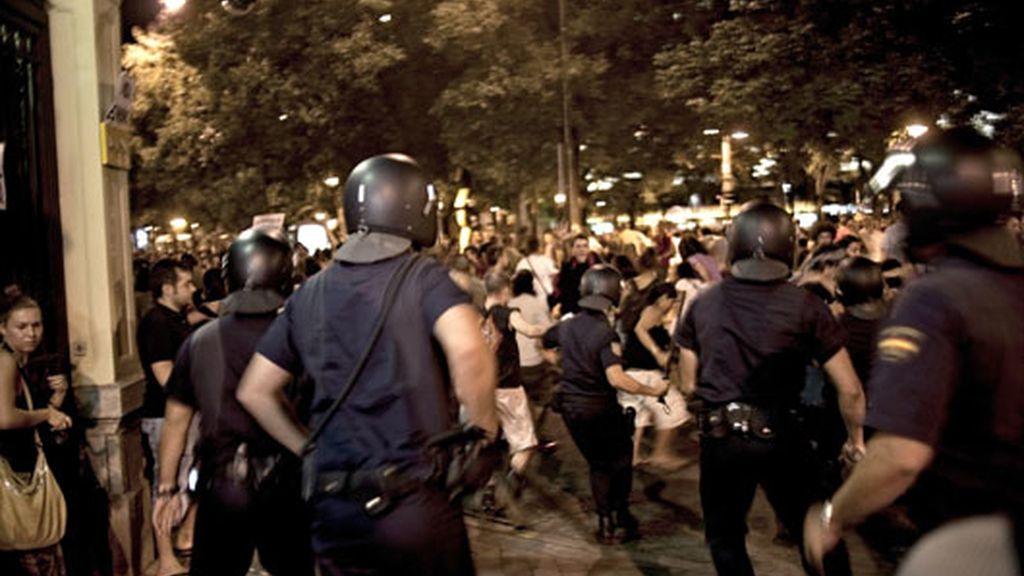 La policía ha cargado contra los 'indignados'