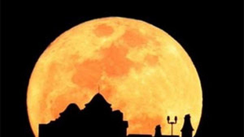 La Luna habría tenido una compañera, con la que chocó. Foto: AP