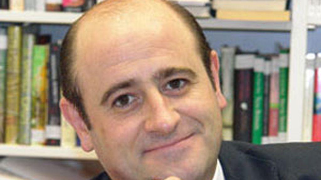 El periodista y escritor Fermín Urbiola