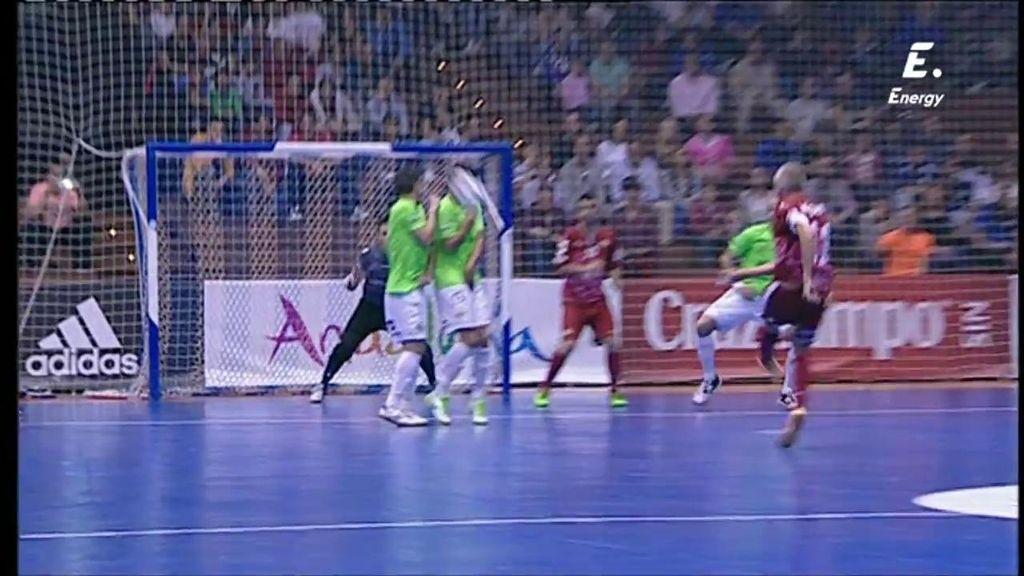 Tremendo pelotazo en la cara para dos jugadores del Palma Futsal