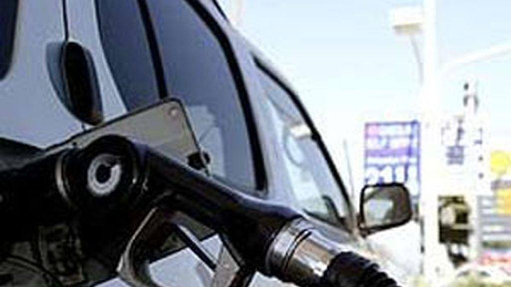 Cuarta semana consecutiva en que se encarece el precio del combustible. Vídeo: ATLAS.