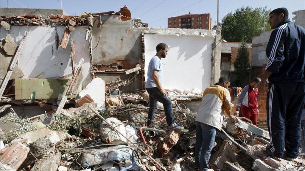 Restos de cinco infraviviendas ilegales de la Cañada Real Galiana derribadas por el Ayuntamiento de Madrid el pasado octubre. EFE