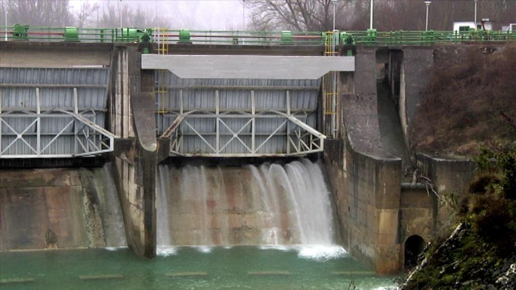 El río Gállego presenta altos índices de contaminación por vertidos de una fábrica