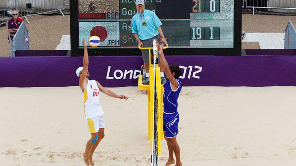 Pablo Herrera y Adrián Gavira compitiendo en Voley playa en Londres 2012