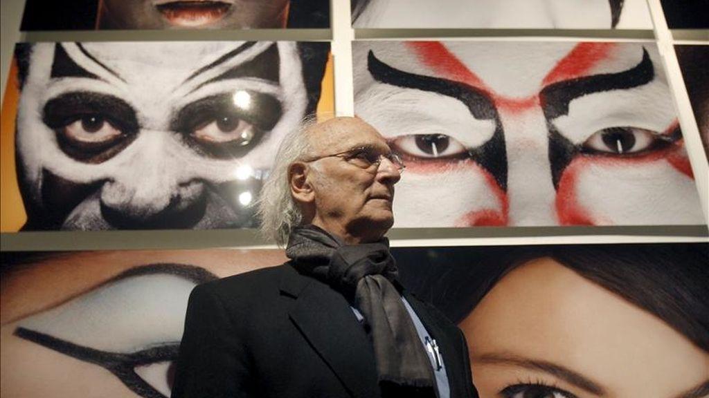 """El cineasta Carlos Saura inauguró hoy en la cupula del Centro Cultural Internacional Oscar Niemeyer de Avilés (Asturias) la exposición """"Luz"""". EFE"""