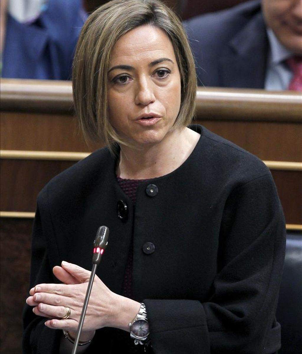 La ministra de Defensa, Carme Chacón, durante una de sus intervenciones en la sesión de control al Gobierno del pleno del Congreso de hoy. EFE