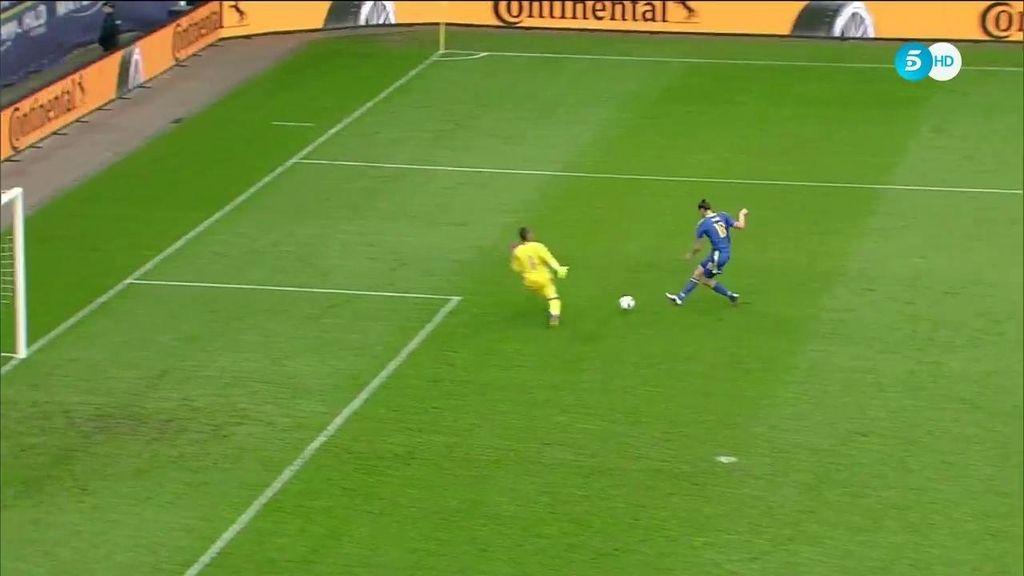 Asenjo evita el empate de Bosnia con una salida providencial