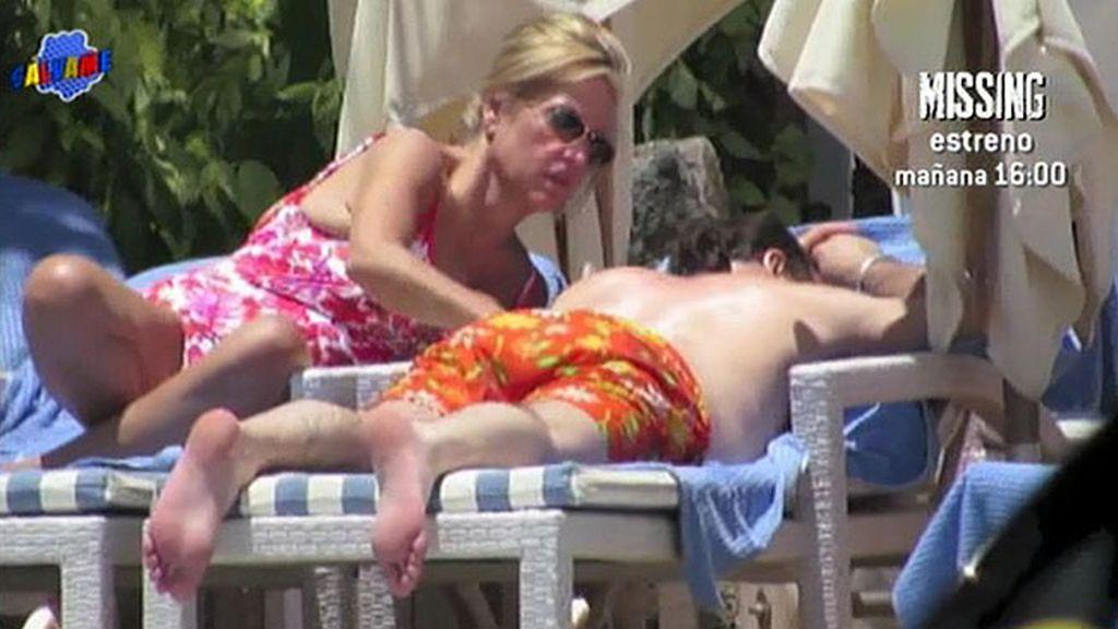 Tumbonas, sol, risas, crema... Así fueron las vacaciones de Lydia y Charly