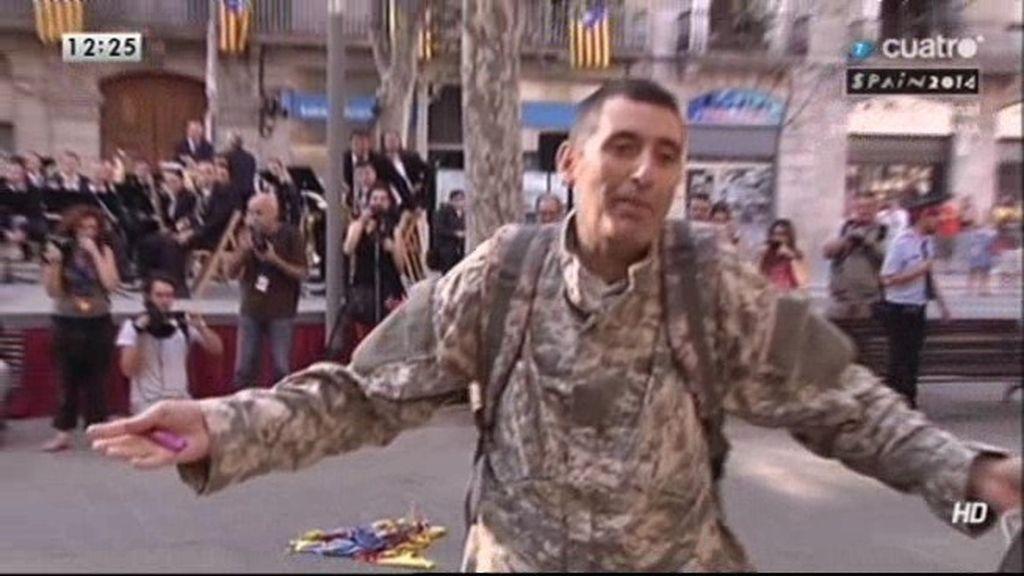 """Detenido por quemar una 'estelada' al grito: """"Hay que quemar todas las banderas"""""""
