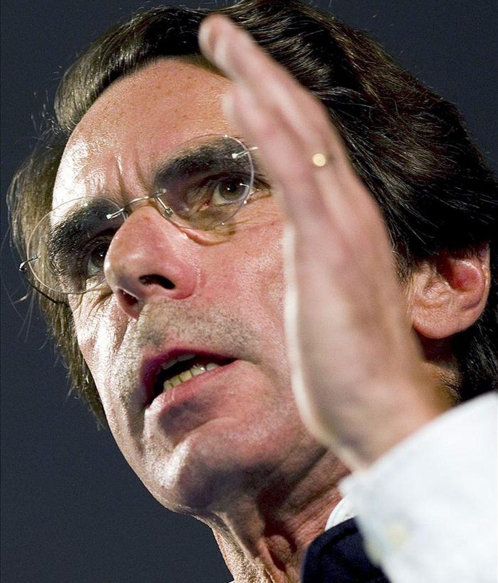 El expresidente del Gobierno José María Aznar, durante su intervención en un acto político de presentación de la candidatura del PP, ayer en Estepona. EFE