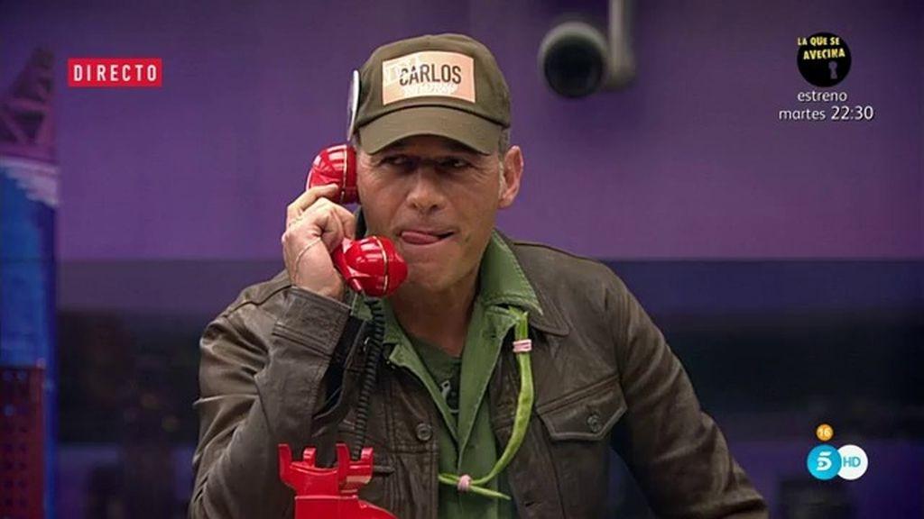 ¡Carlos Lozano consigue el voto por teléfono sin mucha dificultad!