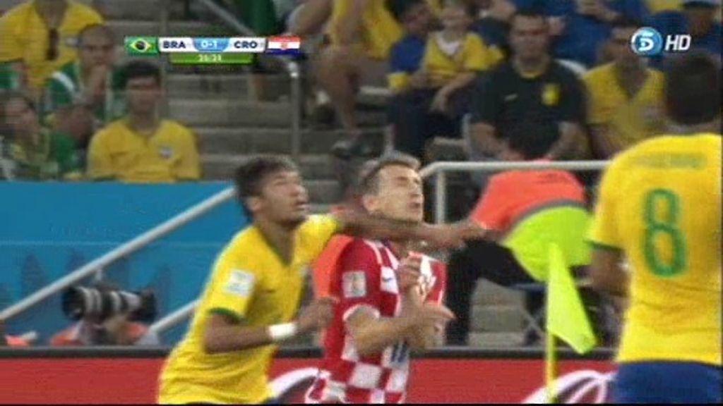 Así fue el codazo de Neymar a Modric ¿Cuentas pendientes del Madrid-Barça?