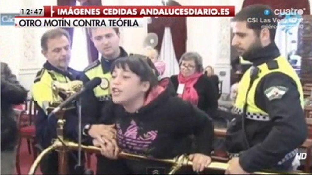 """Aysha, a Teófila Martínez: """"Alcaldesa contéstame ¿no merezco que me contestes?"""""""