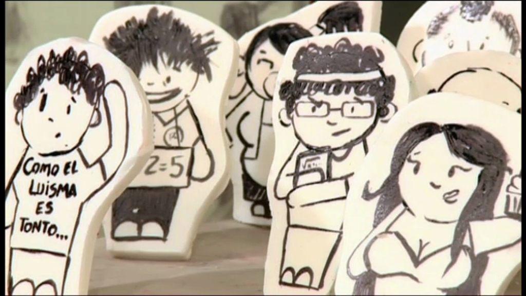Carla dibuja caricaturas de fondant de los personajes de la serie 'Aída'