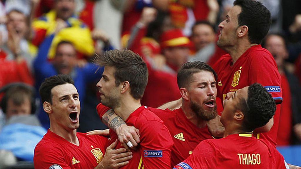 ¡Goool de España! ¡Golazo de Piqué para dar la victoria ante Chequia! (1-0)