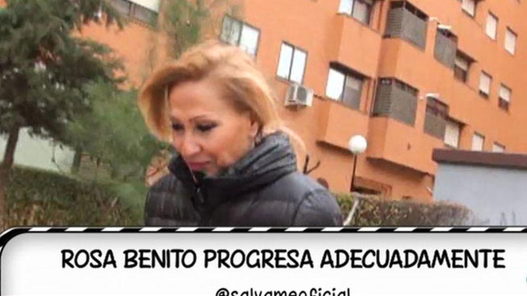 Rosa Benito, sonriente