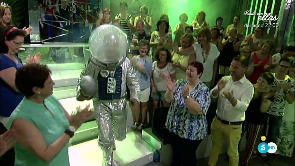 El astronauta Gustavo González le rinde homenaje al Apolo XI y Neil Armstrong