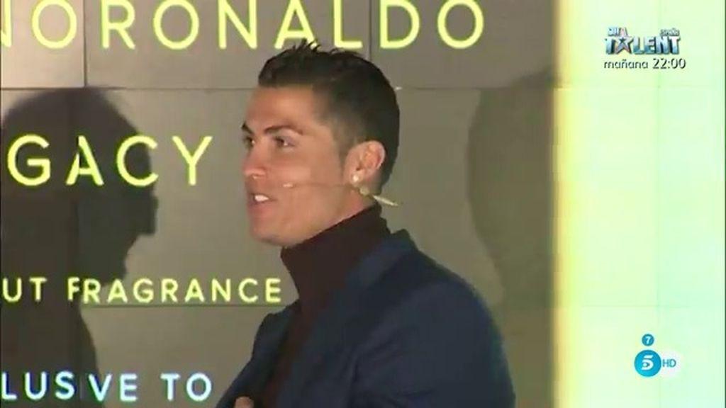 Cristiano Ronaldo, muy orgulloso en el lanzamiento de su primer perfume