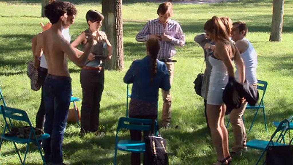 Los ejercicios de Riquelme: quitarse la ropa en el seminario de solteros