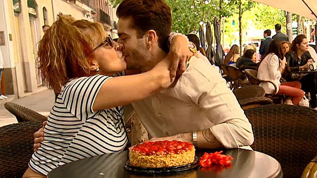 ¡Besazo para Pelayo!