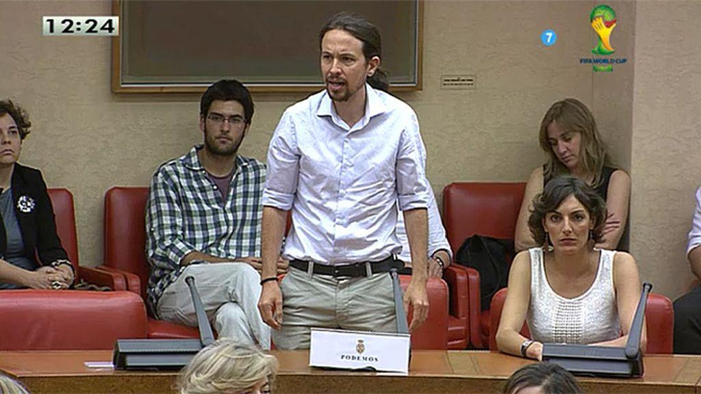 """Pablo Iglesias promete acatar la Constitución """"hasta que los ciudadanos la cambien"""""""