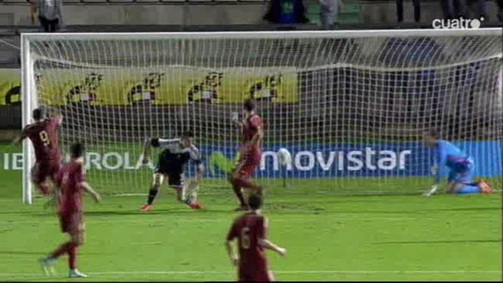 España tuvo una doble ocasión que estrelló dos veces en el larguero