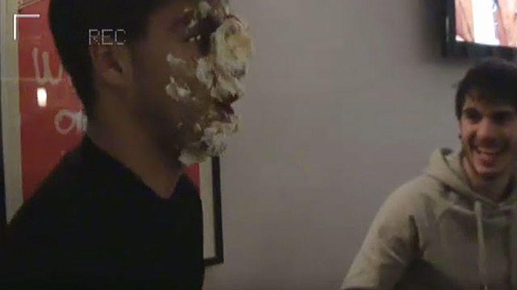 Maxi Iglesias celebra su cumpleaños en 'Conexión Samanta'