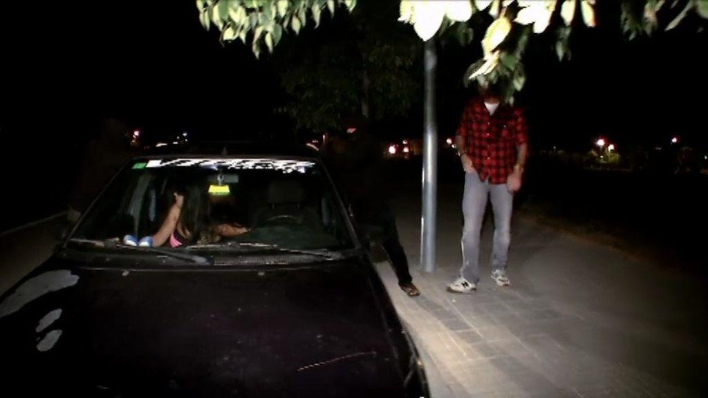 Yolanda se va de casa y duerme en un coche