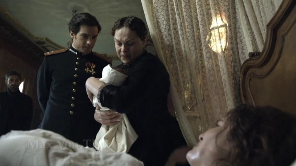 Anna, a punto de morir al dar a luz a su hija