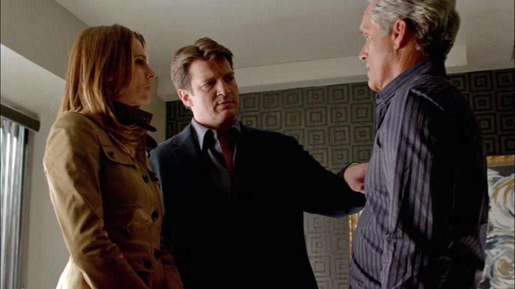 Beckett coquetea con el presentador del 'Saturday Night Tonight'… ¡delante de Castle!