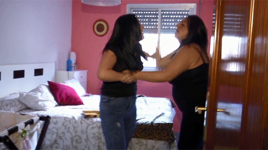 Belén trata de intermediar pero Carolina reacciona de forma violenta con ella