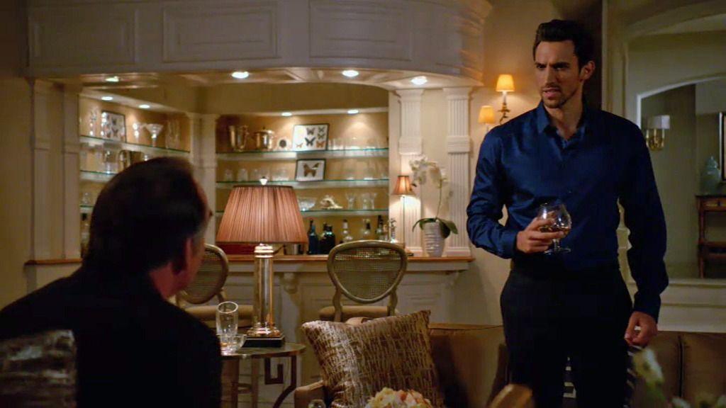 El extraño acuerdo entre Adrián y su guardaespaldas Tony