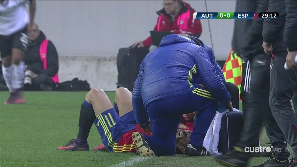 ¡Vaya golpe se llevó Asensio! Recibió una doble falta y se hizo daño en el hombro