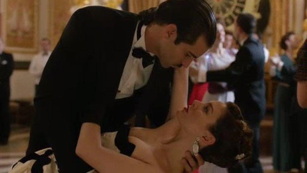 """Un baile repleto de confidencias: """"No hay un solo minuto que no piense en ti"""""""