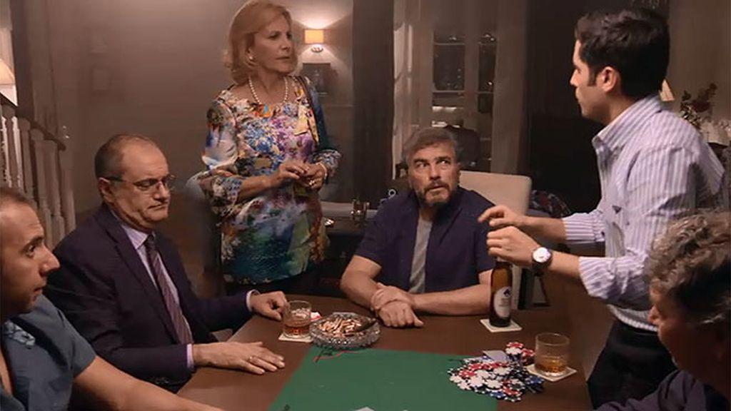 Maruchi pilla a Zabaleta, a Ángel y a Rodri jugando a las cartas