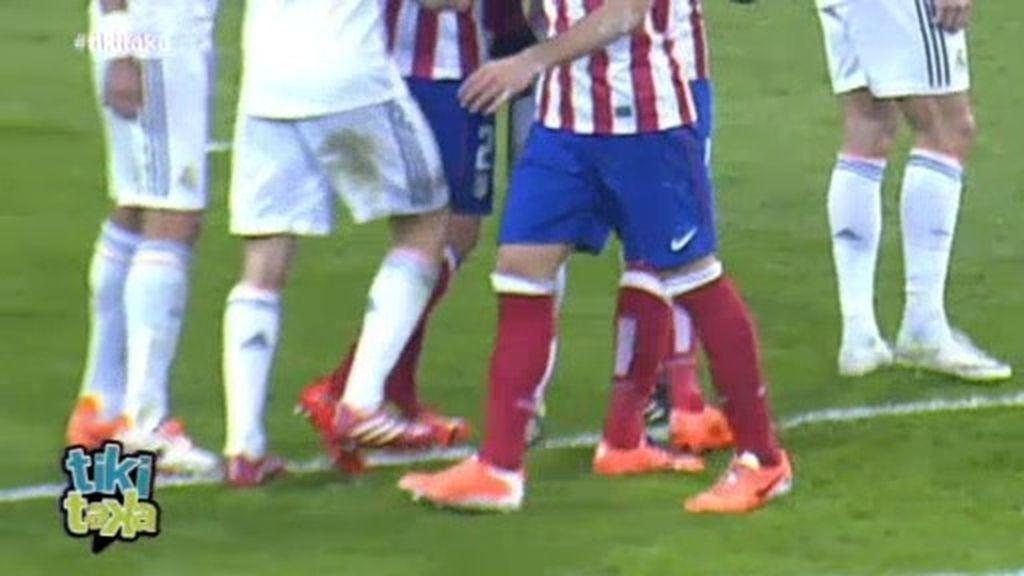 Las imágenes que demuestran que Arbeloa fue intencionadamente a por Diego Costa