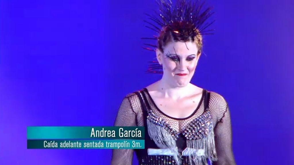 Andrea: caída adelante sentada y encogida desde el salto de tres metros