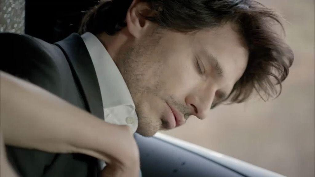 Rubén sufre un ataque diabético, dentro del coche y al borde del abismo