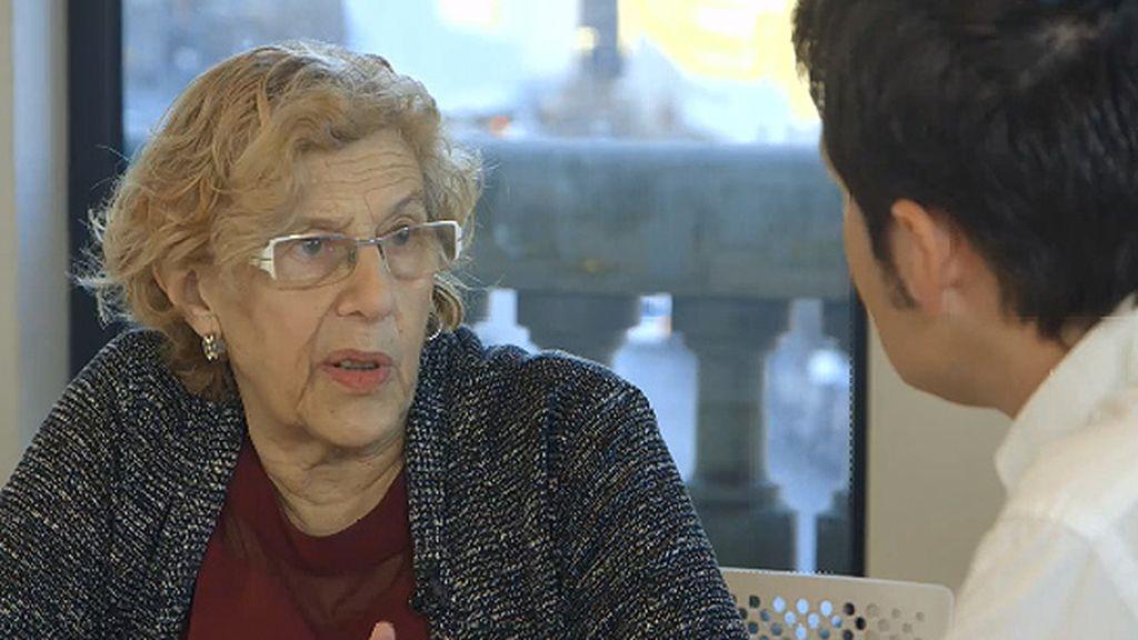 """Manuela Carmena: """"Tienen que alejar la política de la confrontación teatral"""""""