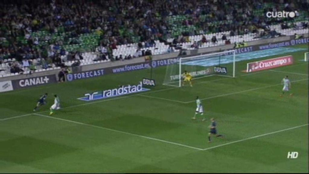 ¡Juanmi imita la jugada de Butragueño ante el Cádiz en la línea de fondo!