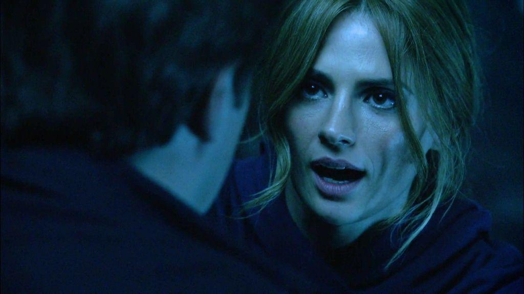 Beckett salva a Castle y desaparece después de darle un beso