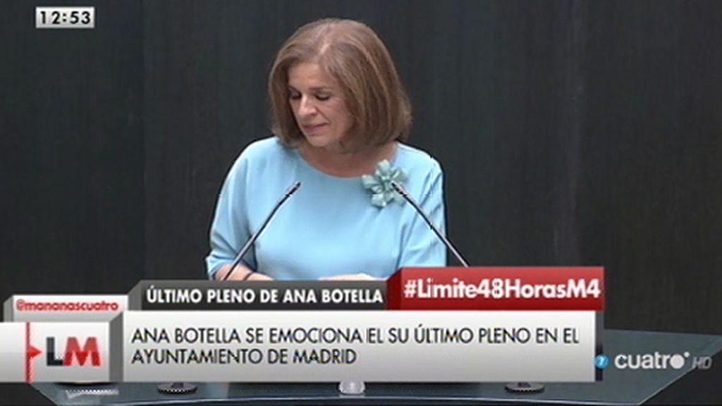 A. Botella, emocionada en su último pleno