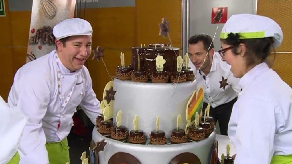 Los equipos preparan sus tartas para la gala de los 'Premios 40 Principales'